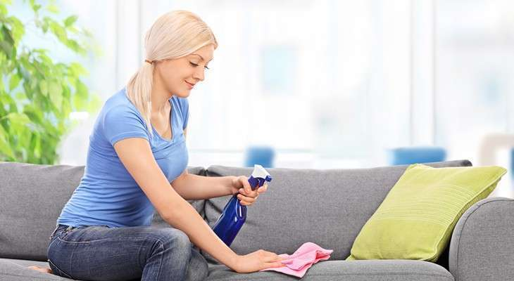 Как вывести запах с мягкой мебели домашних условиях